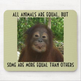 Alle Tiere sind gleich Mousepads