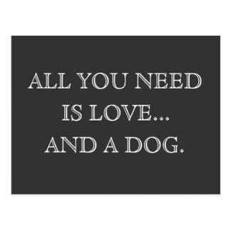Aller, den Sie benötigen, ist Liebe… und ein Hund Postkarte