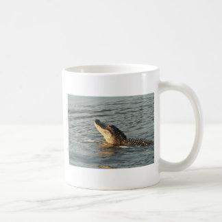 Alligator im Wasser Kaffeetasse