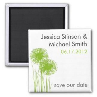 Allium dans les économies d'herbe l'aimant de date magnet carré