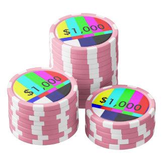 Alte Schule-FernsehPoker, der Chips $1.000 spielt Pokerchips