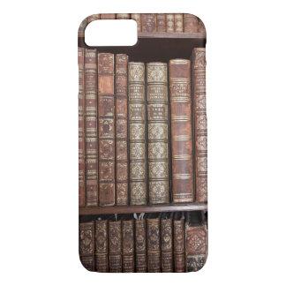 Alter rustikaler Buch-Dorn-Regal-Kasten iPhone 8/7 Hülle