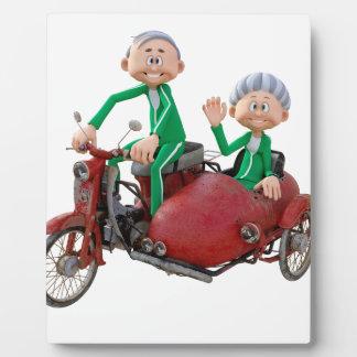 Ältere Paare auf einem Moped mit Beiwagen Fotoplatte