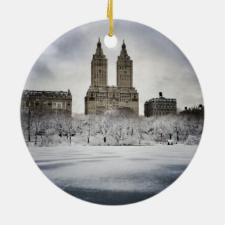 Am Rand gefrorenen im Central Park Keramik Ornament