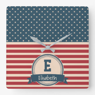 Amerikaner spielt patriotisches Flaggenmonogramm Quadratische Wanduhr