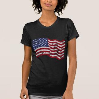 Amerikanische Flagge, die - beunruhigt wellenartig T Shirts