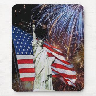 Amerikanische Flagge, Feuerwerke und Mauspads