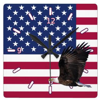 Amerikanische Flagge mit Eagle-Uhr (Quadrat mit Wanduhr