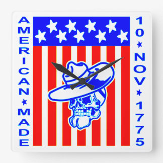 Amerikanische gemachte Schädel-Flagge am 10. Quadratische Wanduhr