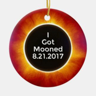 Amerikanische Sonnenfinsternis erhält Mooned am Keramik Ornament