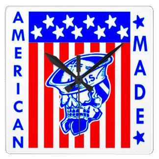 Amerikanischer gemachter Schädel-Flaggen-Seemann Quadratische Wanduhr