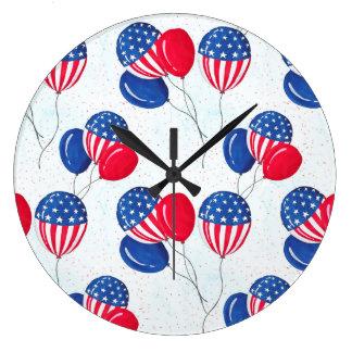 Amerikanischer USA-Flaggen-Ballon patriotisch am Große Wanduhr