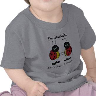 Amis personnalisés de coccinelle de jumeaux t-shirts