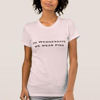 An Mittwochen tragen wir rosa T - Shirt