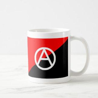 Anarchie noire et blanche rouge de drapeau mug