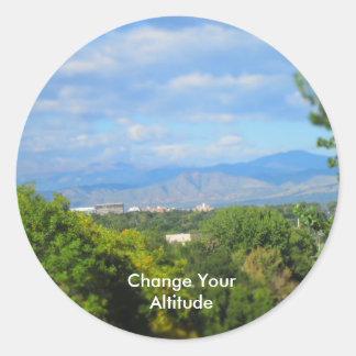 Ändern Sie Ihre Höhen-Wortspiel-Aufkleber Runder Aufkleber