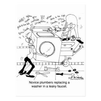 Anfänger-Klempner installieren eine Waschmaschine Postkarte