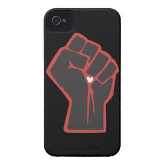 Angehobenes Faust-Revolutionärs-Herz Case-Mate iPhone 4 Hüllen