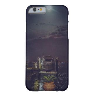 Angekoppeltes Boot auf dem Wasser während eines Barely There iPhone 6 Hülle