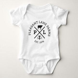 Angenehmer Weg bewirtschaftet Hut Baby Strampler