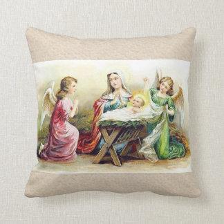 Anges vintages entourant le bébé Jésus et Mary Oreillers