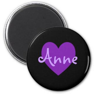 Anne in Lila Runder Magnet 5,7 Cm