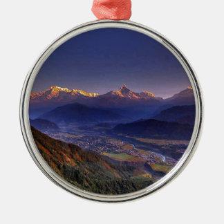 Ansicht-Landschaft: HIMALAJA POKHARA NEPAL Rundes Silberfarbenes Ornament
