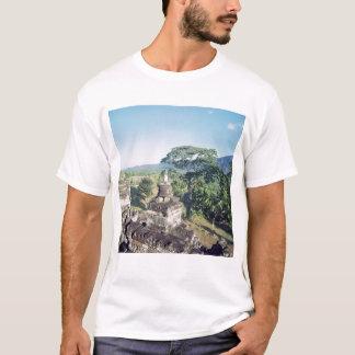 Ansicht vom Monument, das Balustrade zeigt T-Shirt
