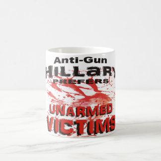 Anti-Gewehr Hillary bevorzugt unbewaffnete Opfer Kaffeetasse