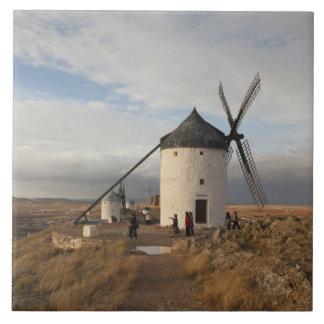 Antike La Mancha Windmühlen, mit Besuchern Keramikfliese