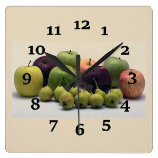 Äpfel und Birnen Quadratische Wanduhr