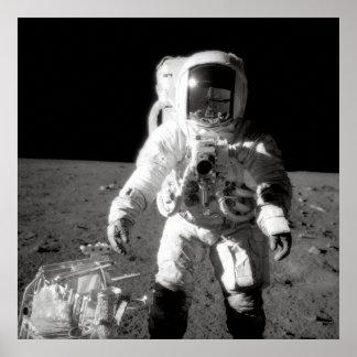 Apollo 12 Moonwalk Plakatdrucke
