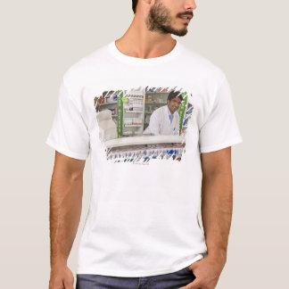 Apotheker in einer Apotheke T-Shirt