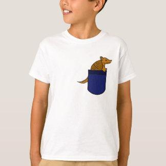 AQ-, Gürteltier in einem Taschen-Shirt T-Shirt