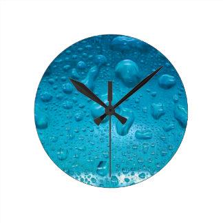 Aqua Waterdrops auf Glas: - Runde Wanduhr