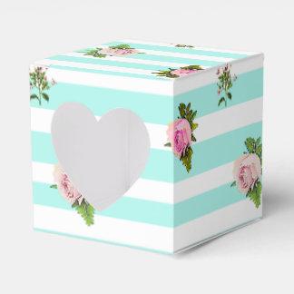 Aquamarine und rosa geschenkschachtel