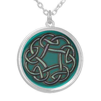 Aquamarines blaues Grün-Metallkeltische Halskette Mit Rundem Anhänger