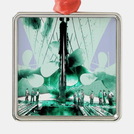 Arbeiter neben titanischen Propellern Quadratisches Silberfarbenes Ornament