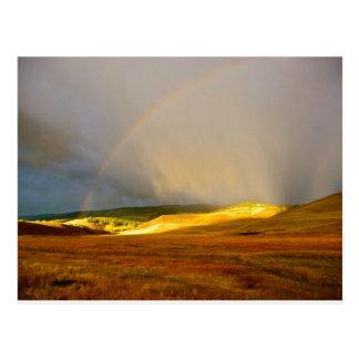 Arc-en-ciel de montagne d'orage de matin cartes postales