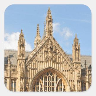Architekturdetail des gotischen Fensters Quadratischer Aufkleber