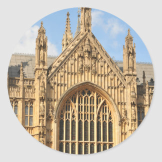 Architekturdetail des gotischen Fensters Runder Aufkleber