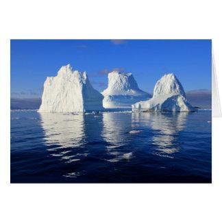 Arktische Eisberge blau und weiße leere Karte