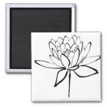 Art noir et blanc de dessin d'encre de fleur de Lo Magnets