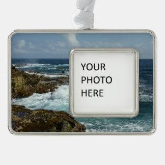 Arubas felsige Küste und blauer Ozean Rahmen-Ornament Silber