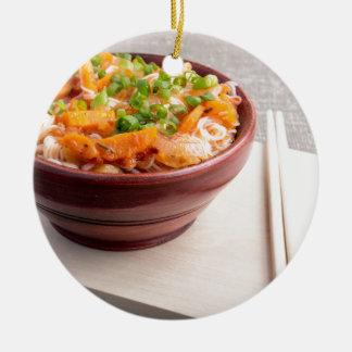 Asiatische Nahrung der Nahaufnahme der Reisnudeln Keramik Ornament