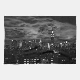 Ätherische Wolken: NYC Skyline, Reich-Staat Gbd BW Geschirrtuch