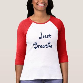 atmen Sie einfach das Shirt der kastanienbraunen