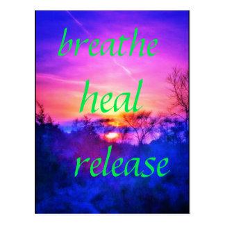 atmen Sie heilen rosa Sonnenuntergangpostkarte Postkarte