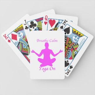 Atmen Sie ruhiges Yoga auf Spielkarten