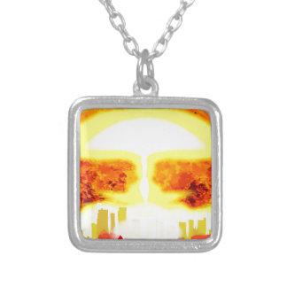 Atombomben-Hitze-Hintergrund Versilberte Kette